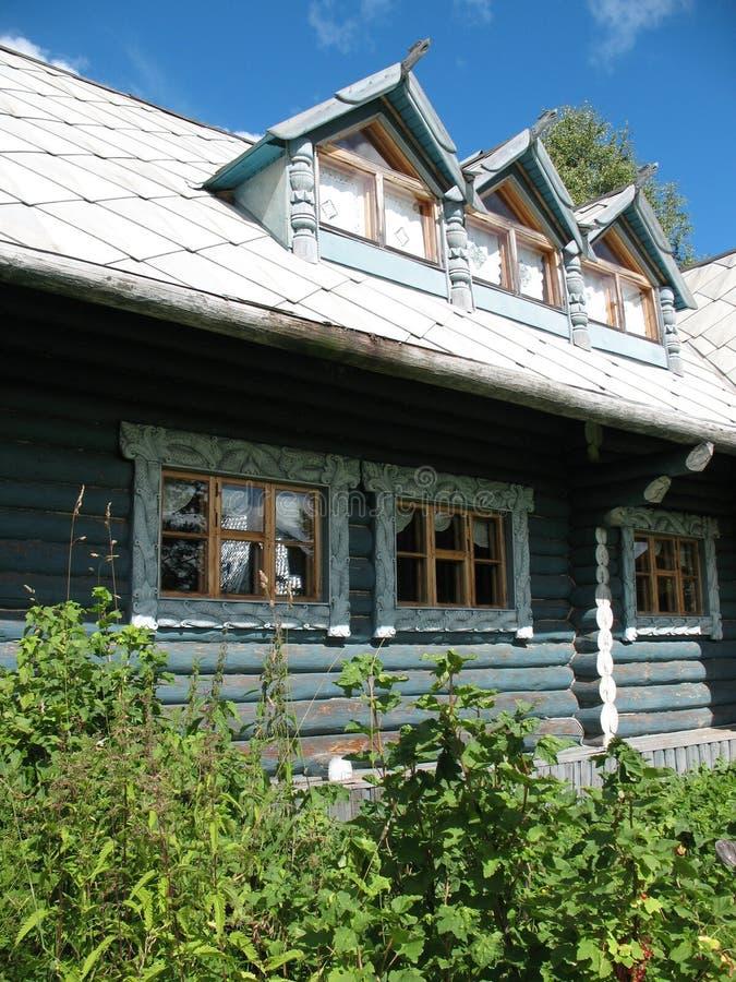 Estilo do russo. Casa de madeira fotos de stock royalty free