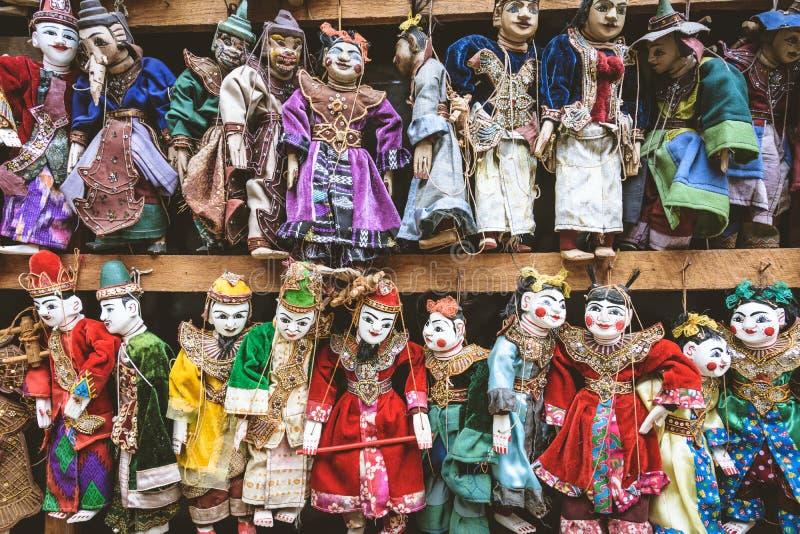 Estilo do vintage do fantoche colorido do artesanato, traditiona de Myanmar fotos de stock