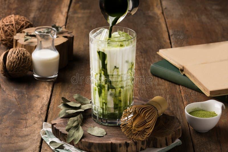 Estilo especial del vintage de la taza del verde-té de Matcha fotos de archivo libres de regalías