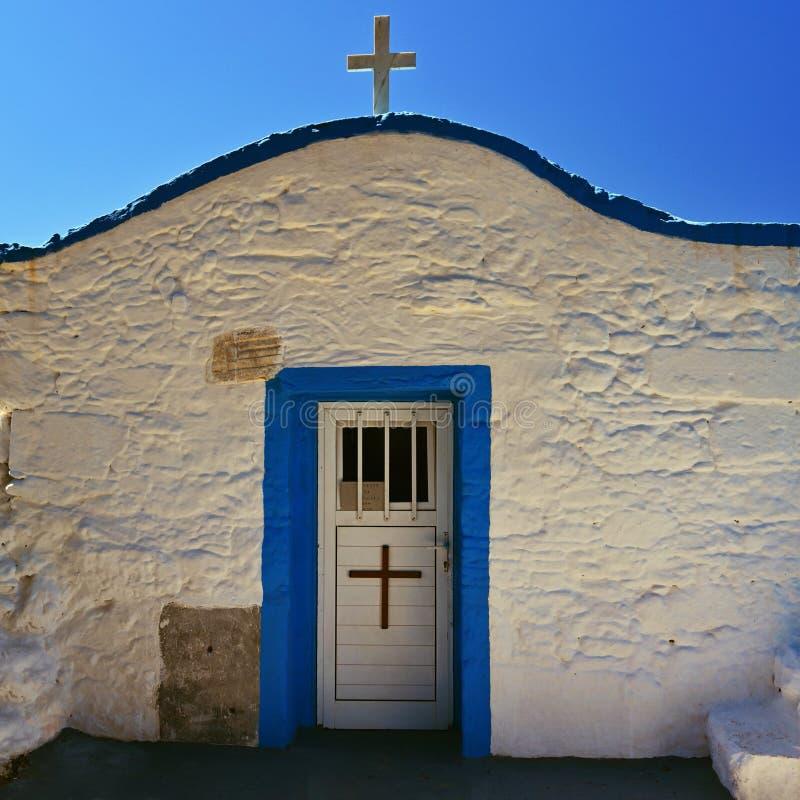 Estilo grego da capela pequena bonita tradicional Kos Ilha-Grécia foto de stock royalty free