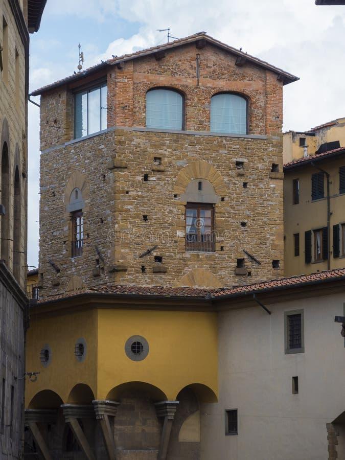 Estilo italiano de los edificios viejos hermosos en Florencia fotos de archivo libres de regalías