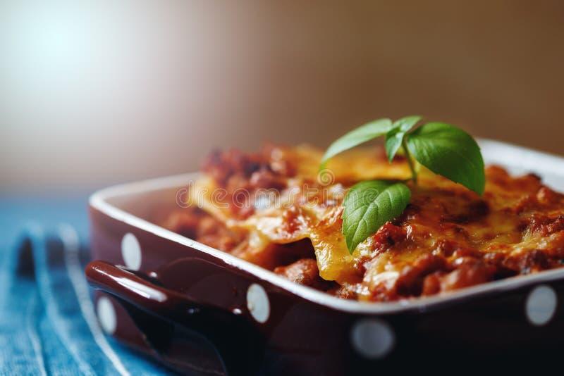 Estilo italiano do alimento Placa das lasanhas foto de stock royalty free