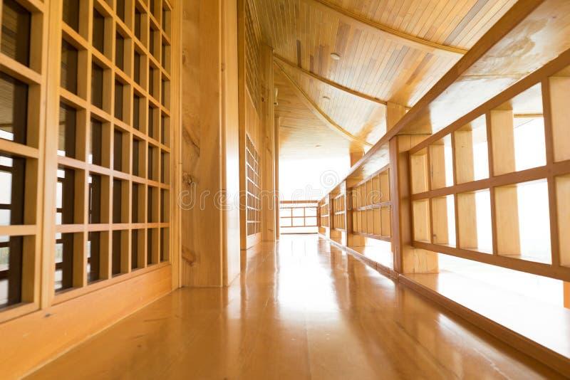 Estilo japonés del balcón de madera foto de archivo libre de regalías