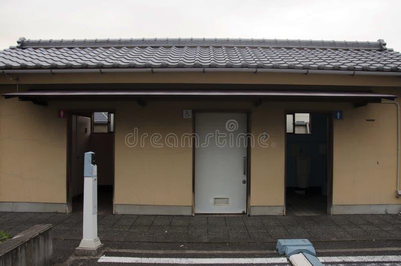 Estilo japonês de toalete público para o uso dos povos na cidade de Kawagoe imagem de stock royalty free