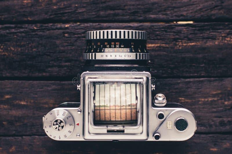 Estilo médio velho do art deco da câmera do filme do formato imagem de stock royalty free