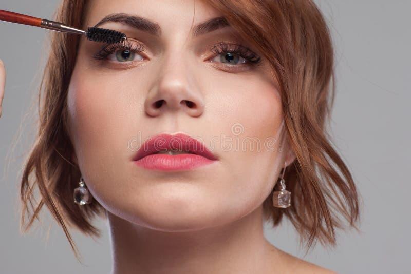 Estilo modelo de la belleza Primer del tutorial del maquillaje fotos de archivo libres de regalías
