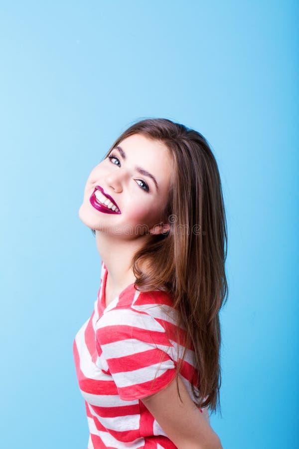 Estilo moderno da jovem mulher Face da mulher foto de stock