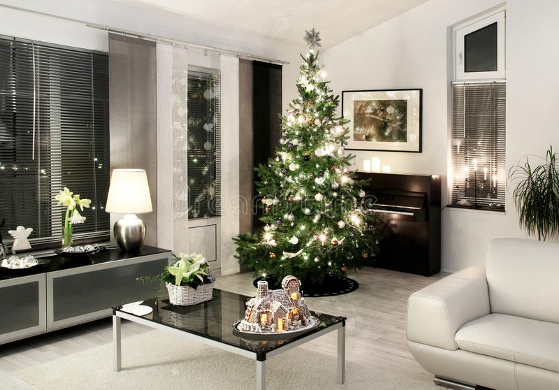 Estilo moderno del blanco de la sala de estar de la Navidad imagen de archivo libre de regalías