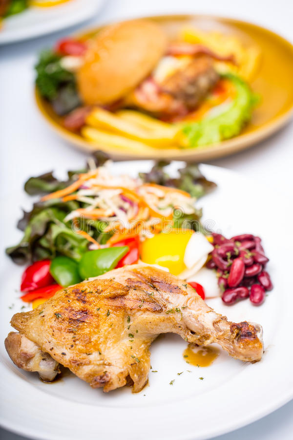Estilo occidental asado a la parrilla de la comida del filete del pollo imágenes de archivo libres de regalías