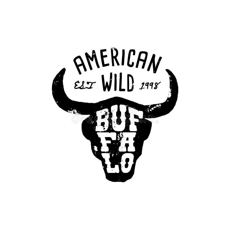 Estilo occidental del Grunge del drenaje de la cabeza de Logo Skull Buffalo El símbolo del oeste salvaje canta de los cuernos y d stock de ilustración