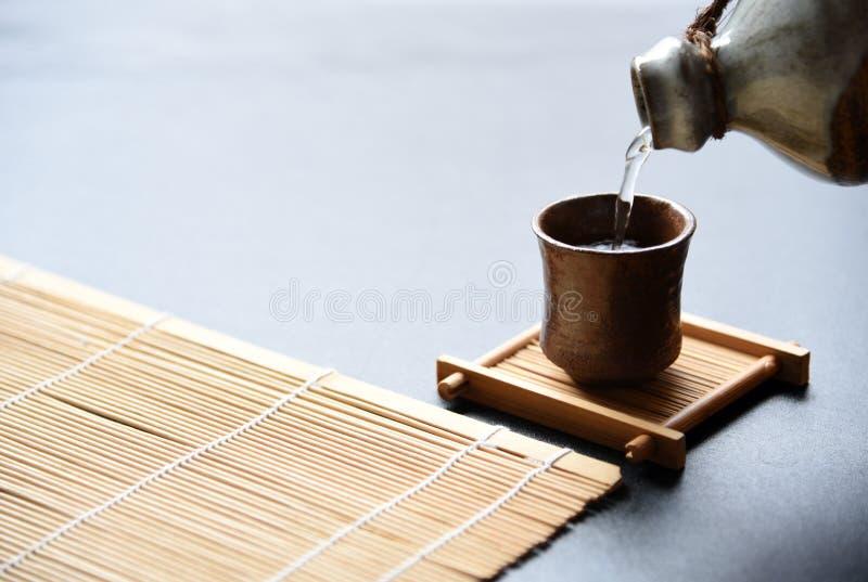 estilo oriental de la bebida del motivo japonés fotografía de archivo