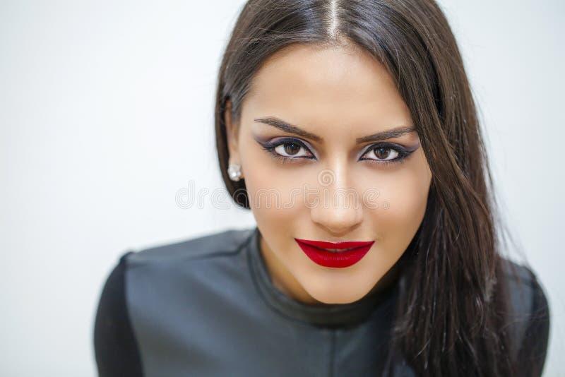 Estilo oriental Modelo árabe sensual de la mujer Piel limpia hermosa foto de archivo