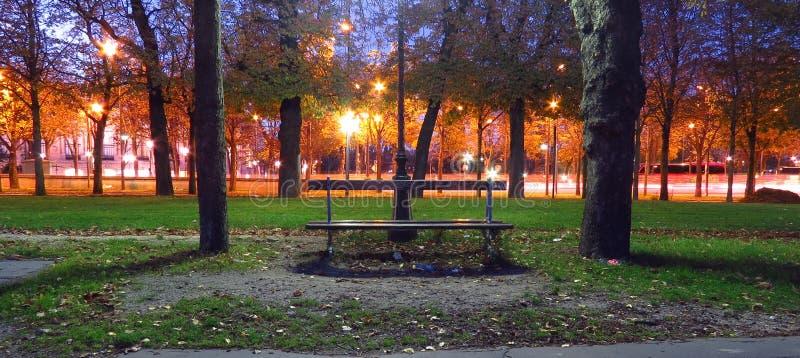 Estilo parisiense en el otoño fotografía de archivo libre de regalías