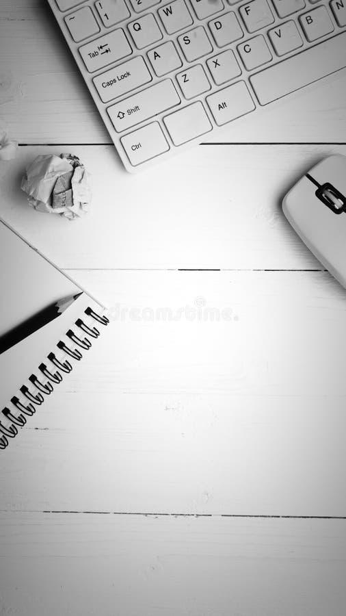 Estilo preto e branco da cor do bloco de notas e do computador foto de stock
