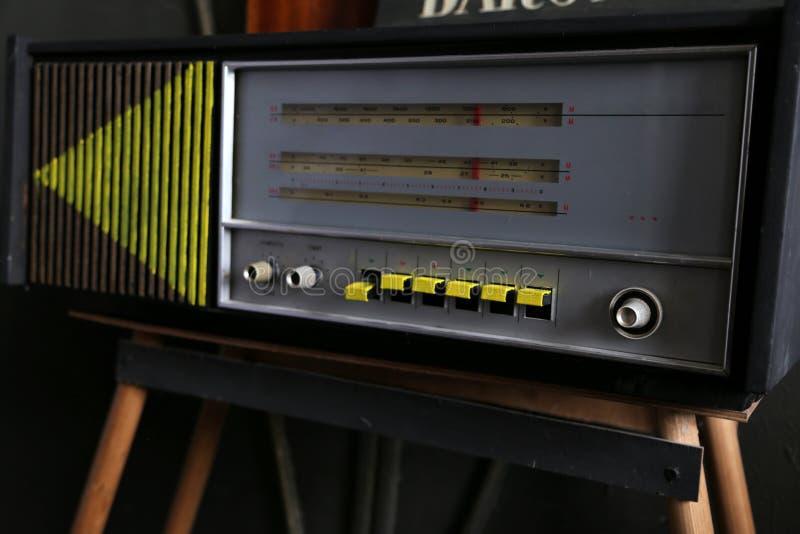 Estilo retro de rádio velho fotografia de stock