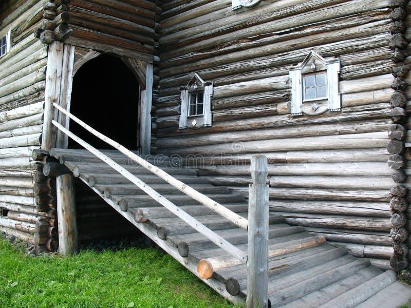 Estilo ruso. Casa de madera imagen de archivo libre de regalías