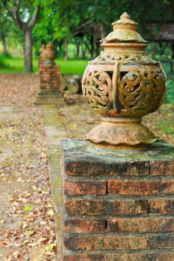 Estilo tailandés de la lámpara del jardín de la acera foto de archivo libre de regalías