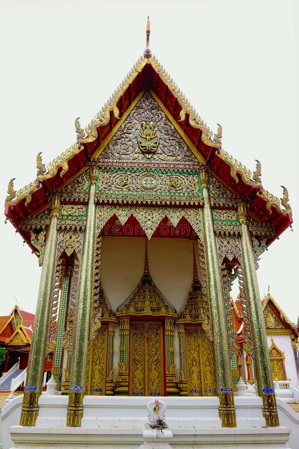 Estilo tailandés del templo hermoso, arte tailandés en Tailandia imagenes de archivo