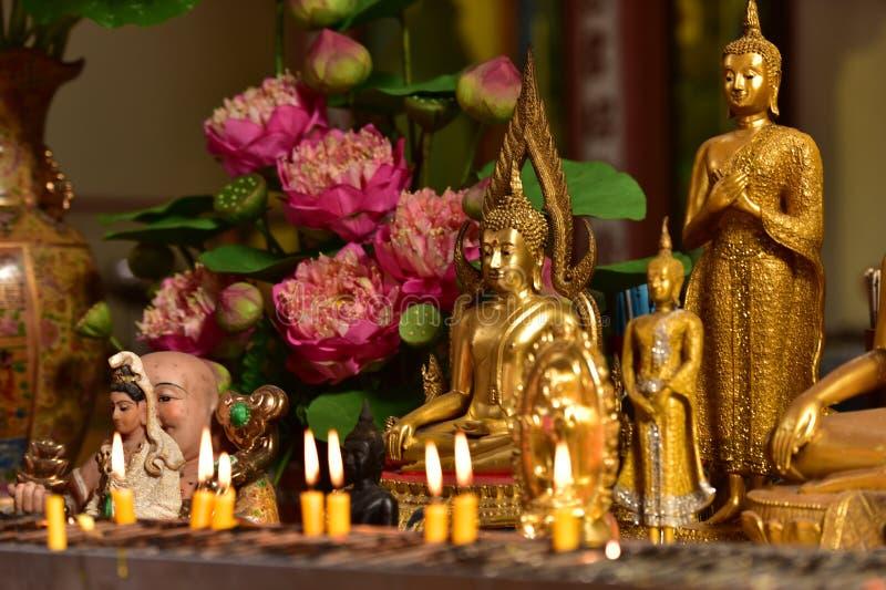 Estilo tailandês da arte dourada do birmanês da Buda foto de stock royalty free