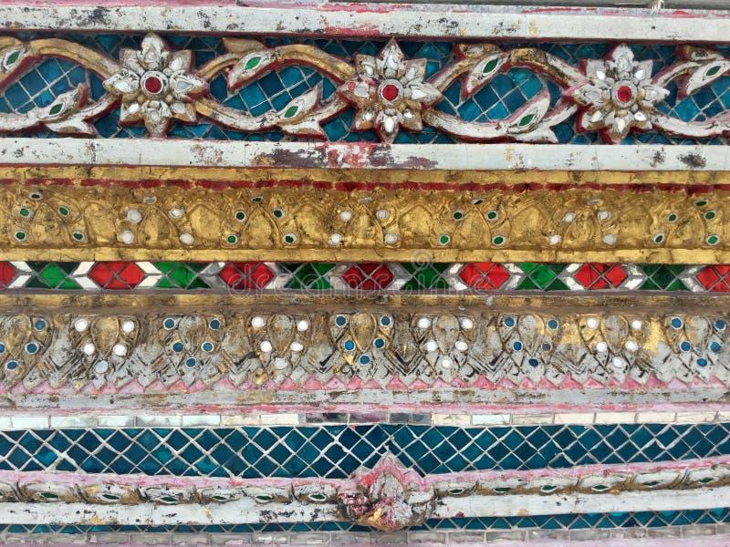 Estilo tailandês de Archihtectural, decoração Telhas, cerâmicas, ornamento fotos de stock
