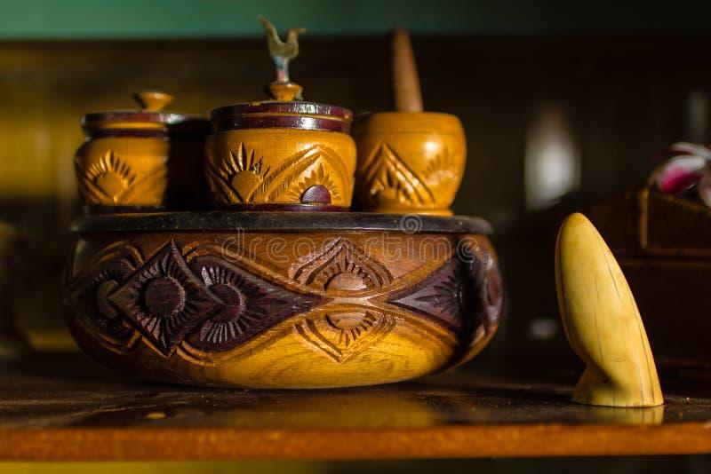 Estilo tailandês do copo de madeira modelo foto de stock
