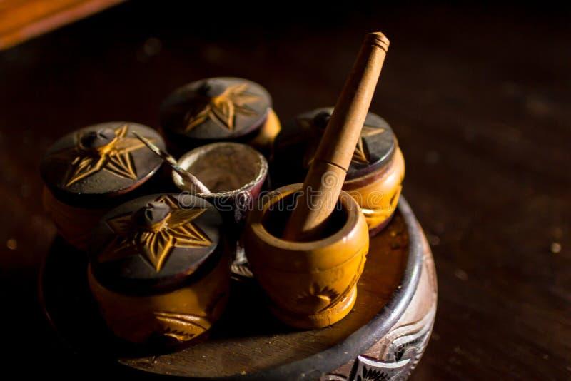 Estilo tailandês do copo de madeira modelo fotografia de stock royalty free
