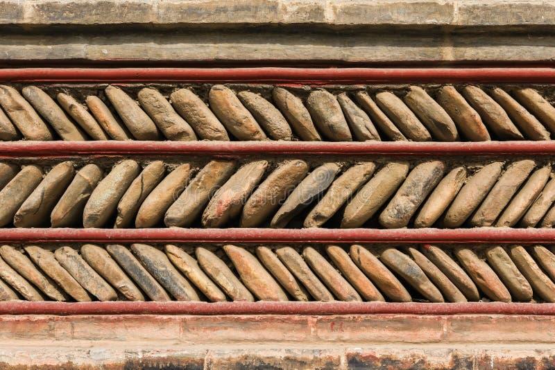 Estilo tibetano tradicional da parede de pedra, projeto do ziguezague fotografia de stock royalty free