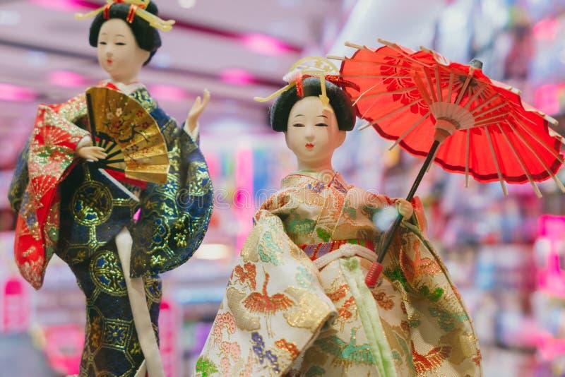 Estilo tradicional del vestido de Japón de la cultura de las muñecas japonesas del geisha fotos de archivo