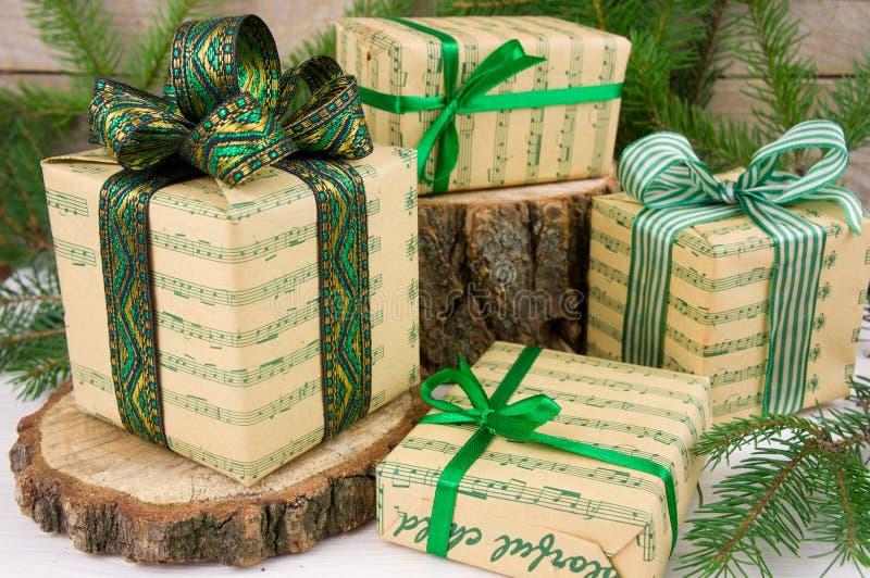 Estilo verde de los regalos de la Navidad imágenes de archivo libres de regalías