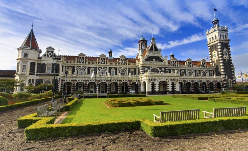 Estilo vitoriano da estação de trem de Dunedin que constrói a ilha sul de Nova Zelândia da região de Otago fotos de stock royalty free