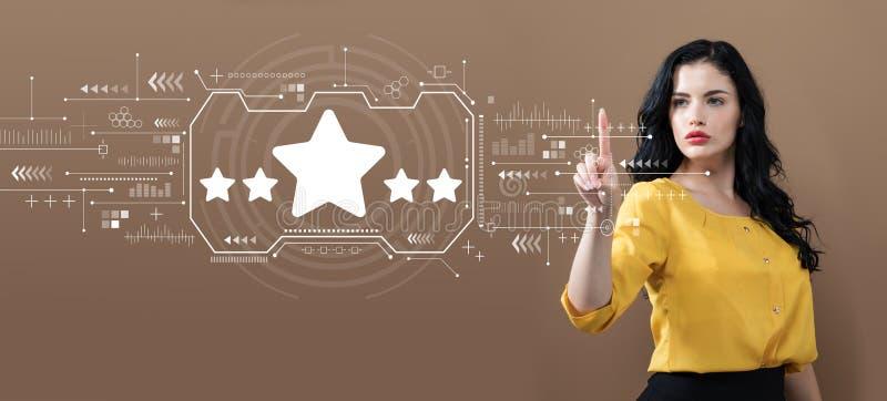 Estimation de cinq étoiles avec la femme d'affaires image stock