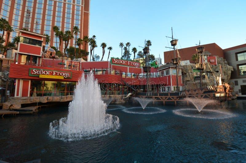Estime o hotel da ilha e o casino, marco, cidade, fonte, característica da água imagem de stock