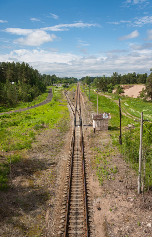 Estiramientos del ferrocarril al horizonte fotografía de archivo libre de regalías