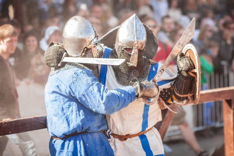 ESTLAND, TALLINN - 4. JUNI 2016: Internationales historisches Schwertkämpfenturnier alten Tallinn-Cups stockfotografie