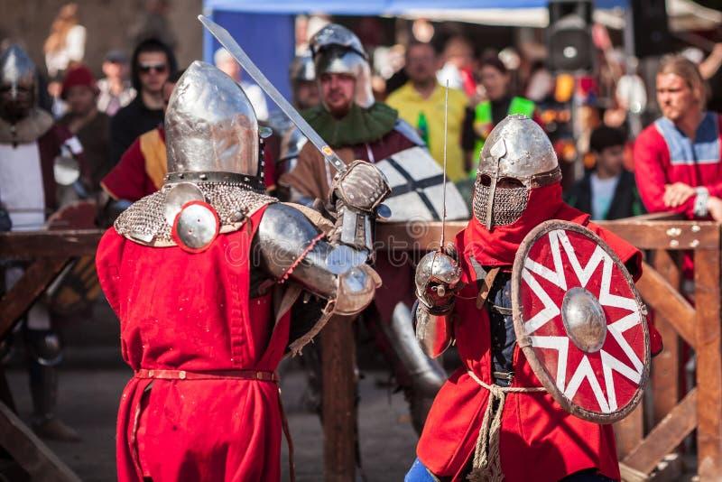 ESTLAND TALLINN - 04 JUNI, 2016: Turnering för stridighet för svärd för gammal Tallinn kopp internationell historisk arkivbild