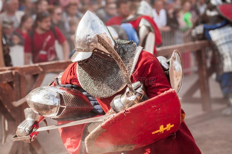 ESTLAND TALLINN - 04 JUNI, 2016: Turnering för stridighet för svärd för gammal Tallinn kopp internationell historisk fotografering för bildbyråer