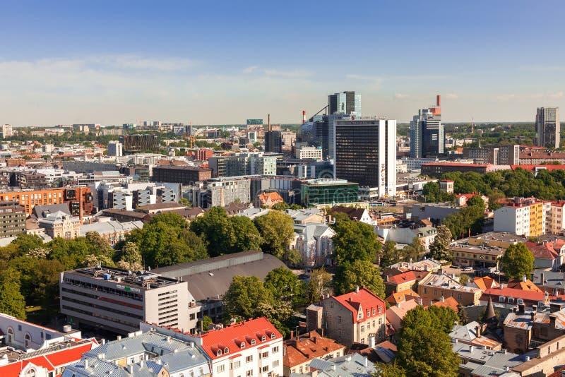 Estland Tallinn - 25 MAJ 2016: Tallinn modern centrumpanoramautsikt arkivbild