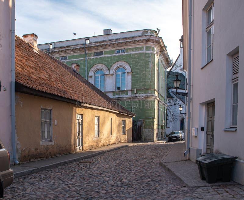 Estland Tallinn Toompea, gammal stadbyggnad royaltyfria foton