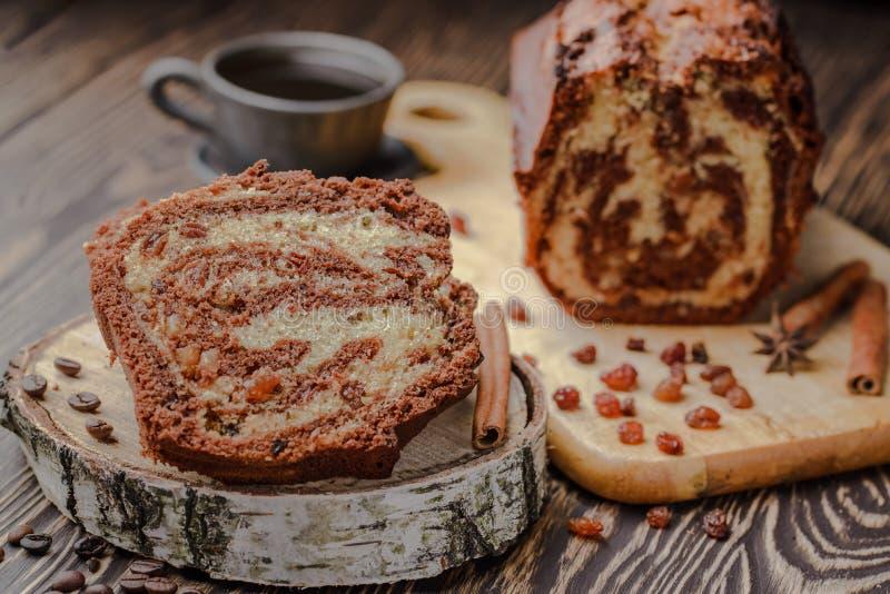 Estnisches Brötchen mit Zimt, Zimtbrötchen, Vanillerolle, Morgenkaffee, Rolle mit Kaffee, selbst gemachte Brötchen, Großmutter `  stockfotos