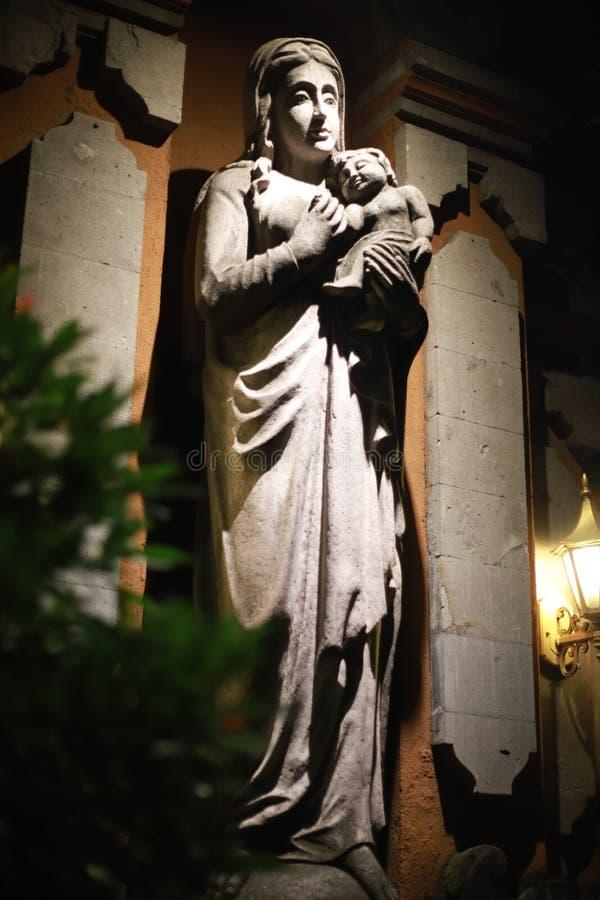 Esto una estatua de Maria de la madre fotos de archivo libres de regalías