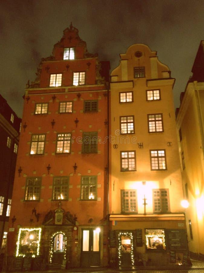 Estocolmo 2 casas viejas en el viejo cuadrado fotos de archivo