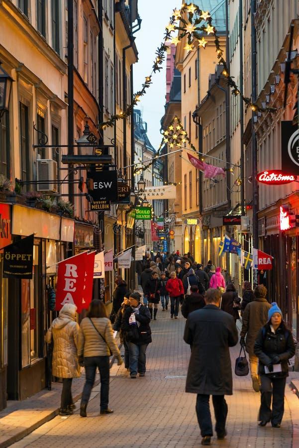 ESTOCOLMO - DEC, 19: El Vasterlanggatan largo el shoppi central imagenes de archivo