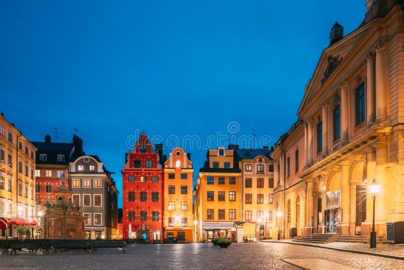 Estocolmo, Suécia Famosas Casas Coloridas Antigas, Academia Sueca e Museu Nobel na Antiga Praça Stortorget em Gamla Stan imagens de stock royalty free