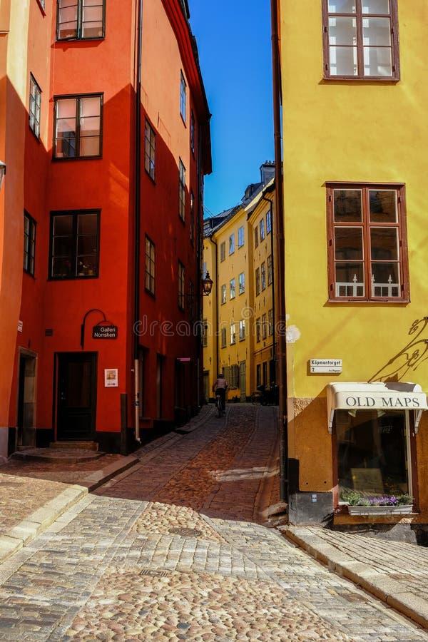 Estocolmo, Suecia, ciclista que monta foto de archivo