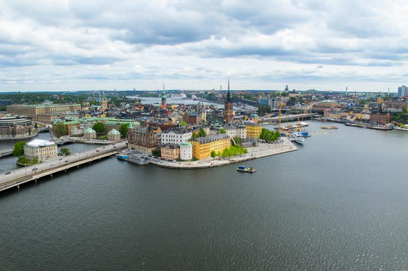 Estocolmo Suecia Panorama aéreo maravilloso de la plataforma de observación en Gamla Stan y una ciudad moderna fotografía de archivo