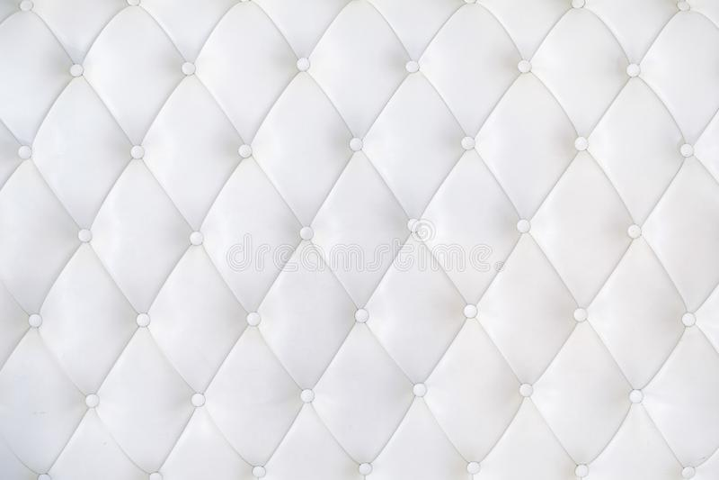 Estofamento de couro Sofa Background Sofá luxuoso branco imagens de stock