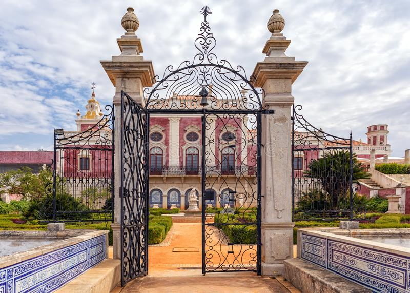 Estoi宫殿花园大门,阿尔加威,葡萄牙 免版税库存图片
