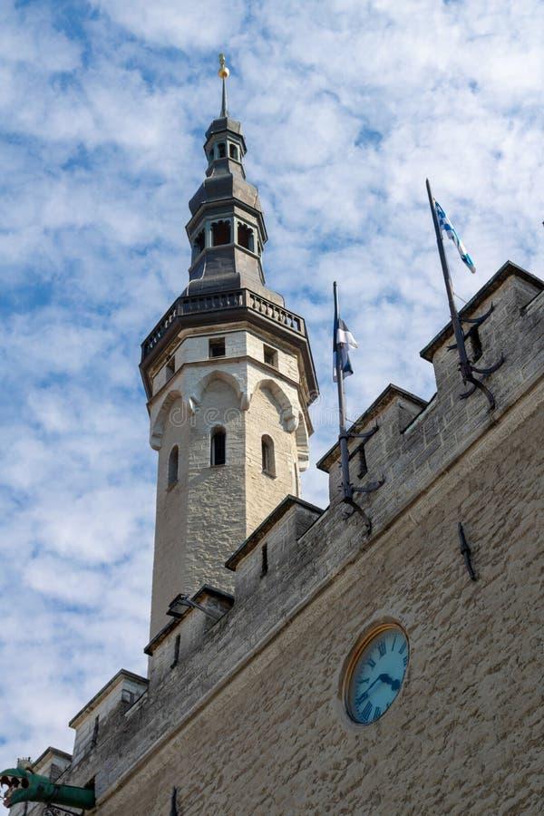 ESTONIA TALLINN, CZERWIEC, - 26, 2015: Antycznego miasta ściany wierza zdjęcia royalty free