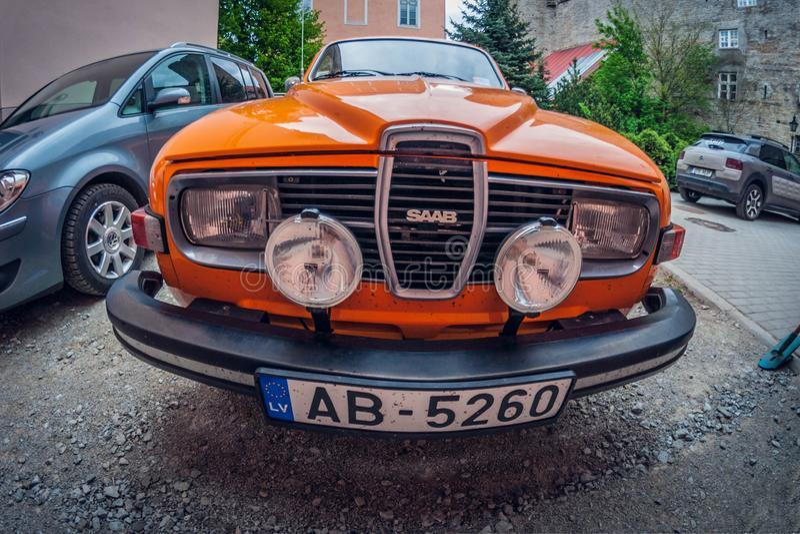 Estonia Tallinn, Maj, - 17, 2016: Stary samochodowy Saab 95 wykoślawienia fisheye perspektywiczny obiektyw obrazy royalty free