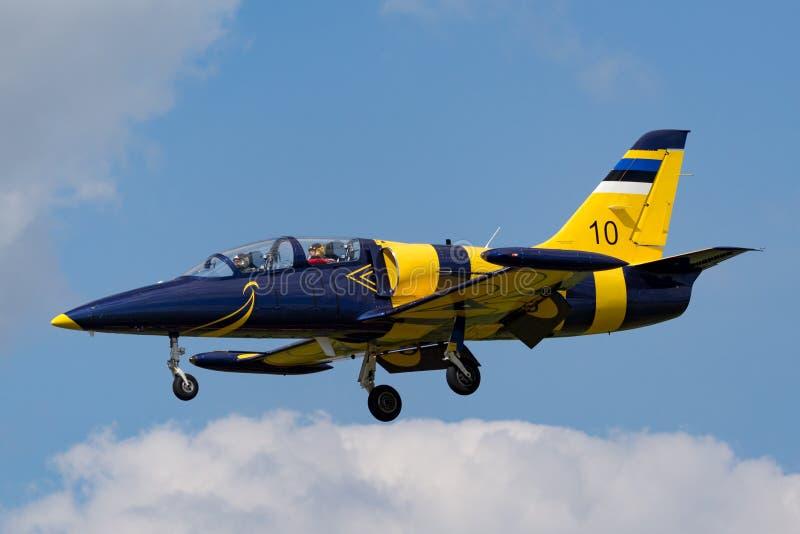 Estonian Air tvingar flygplan för instruktören för den Eesti Ohuvagi Aero L-39C albatrossstrålen arkivbilder